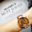 zegarek z okrągłą tarczą z kopertą złotą