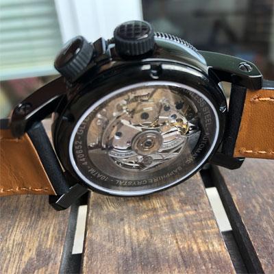 szafirowe szkło w zegarku Glycine