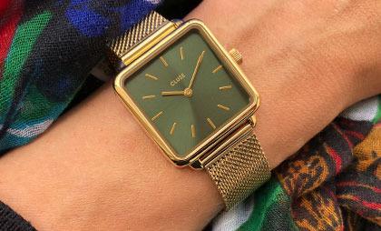 Kwadratowe zegarki damskie – czy to jest nadal modne?